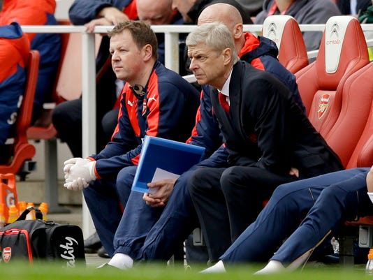 Arsenal's manager Arsene Wenger, right, watches during the English Premier League soccer match between Arsenal and Watford at the Emirates Stadium in London, Saturday, April 2, 2016.  (AP Photo/Matt Dunham)
