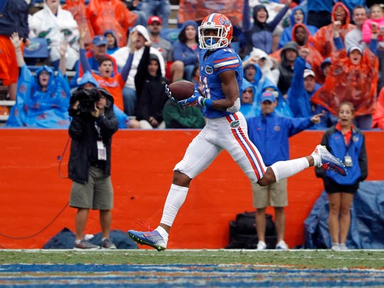 Florida wide receiver Demarcus Robinson scores a touchdown