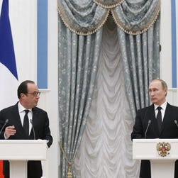 Raw: Hollande Meets With Putin In Moscow