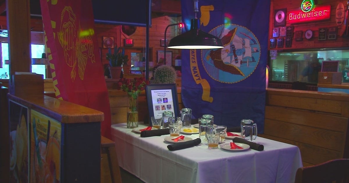 Restaurant sets table in honor of chattanooga servicemen for Table cuisine 90 x 60