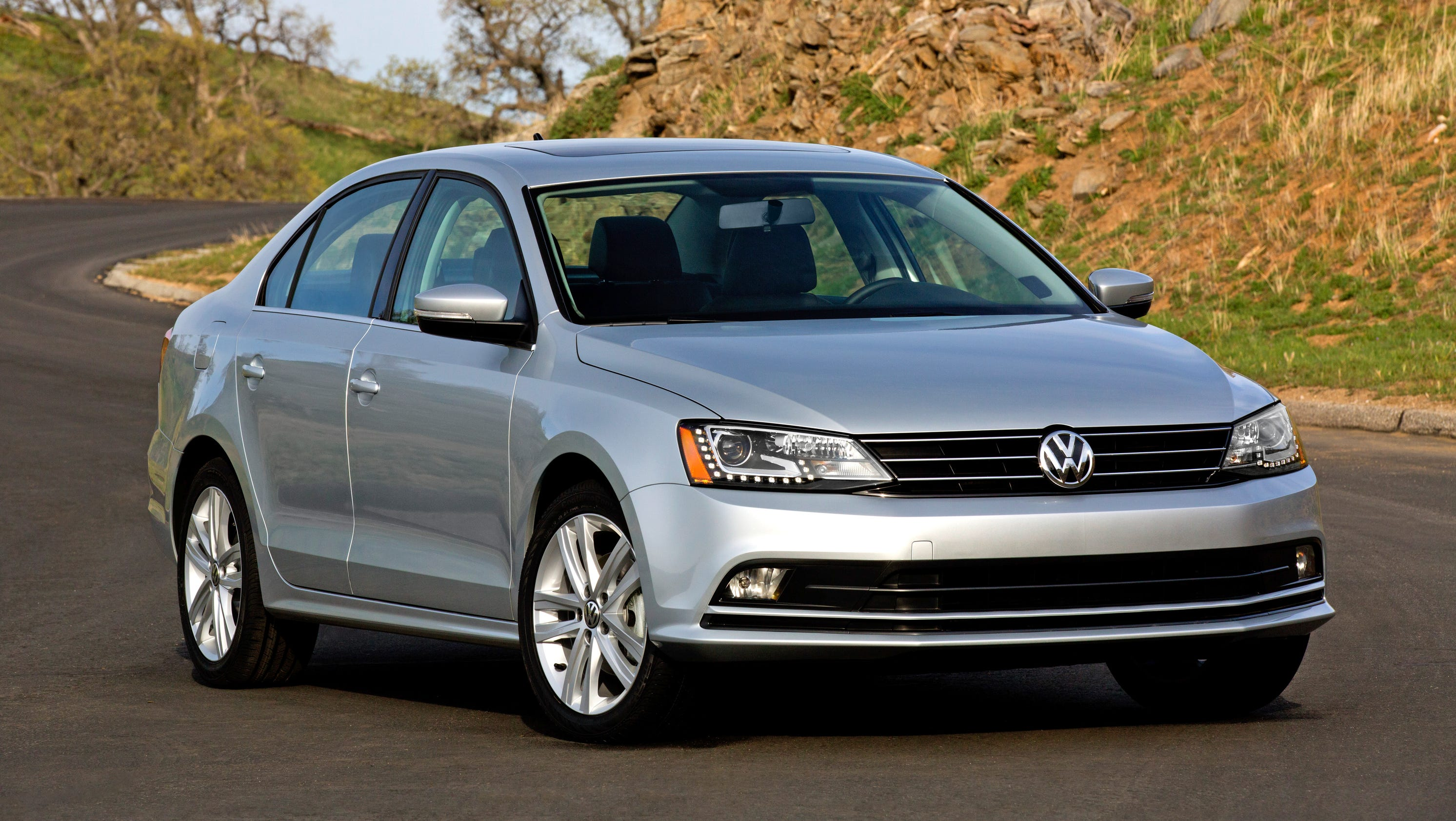 volkswagen 39 s updated 2015 jetta. Black Bedroom Furniture Sets. Home Design Ideas