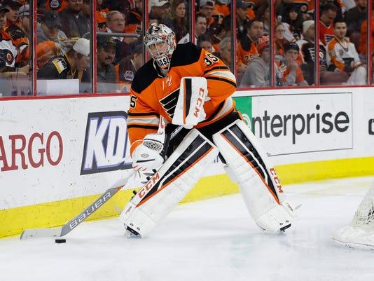 635940082227920183-Penguins-Flyers-Hocke-Holl-1-.jpg