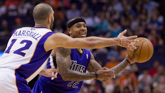 Isaiah Thomas (right) plays for Sacramento against the Suns at US Airways Center on March 28, 2013.