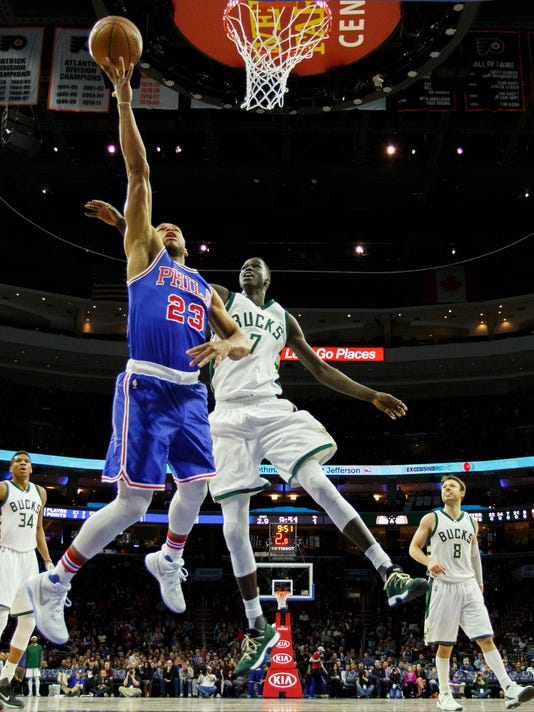 Philadelphia 76ers' Justin Anderson, left, goes up to shoot with Milwaukee Bucks' Thon Maker, right, defending during the first half of an NBA basketball game, Saturday, April 8, 2017, in Philadelphia. (AP Photo/Chris Szagola)