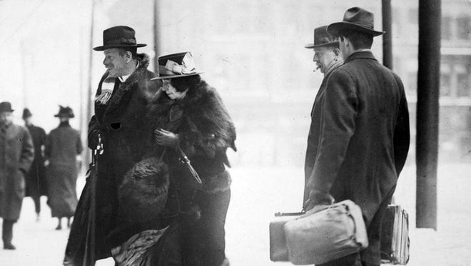 Ernst Kunwald, former conductor of the Cincinnati Symphony Orchestra, is escorted by US deputy marshals into the Federal Building in Cincinnati in 1917 as a prisoner under the Alien Enemies Act.