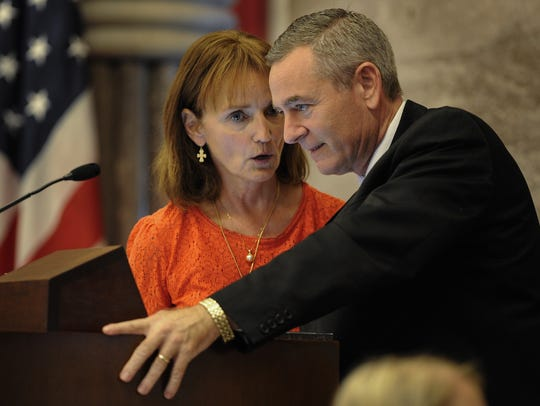 House Speaker Beth Harwell talks with Rep. Glen Casada