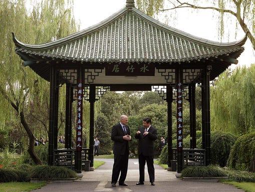Then-Treasury secretary Henry Paulson and Xi Jinping,