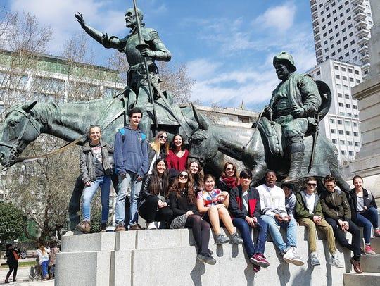 Students from The Hudson School visit Plaza de Espana