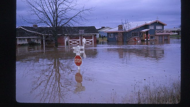 Flooding is seen at Ventura Street and Dearborn Avenue N in Keizer in December 1964.