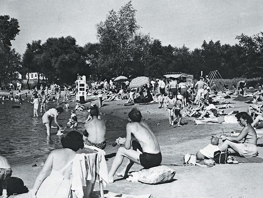 Memorial Pool, Fair Lawn, in 1949