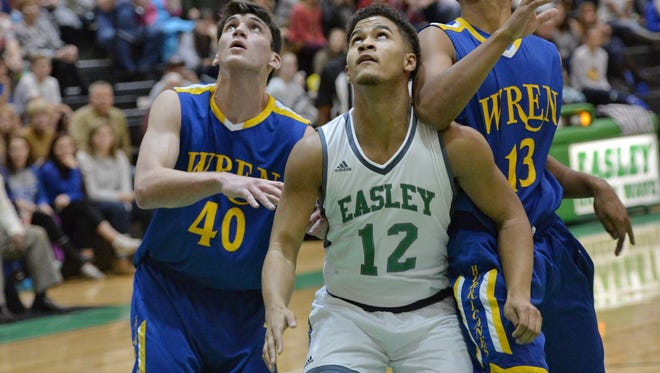 Elijah McKinney (12) and the Easley Green Wave are No. 10 in Class AAAAA.