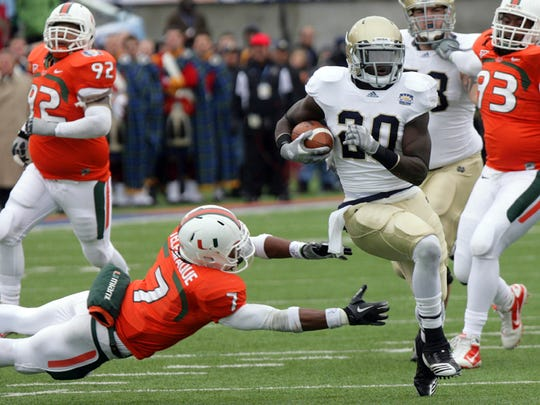 Notre Dame running back Cierre Wood runs past Miami