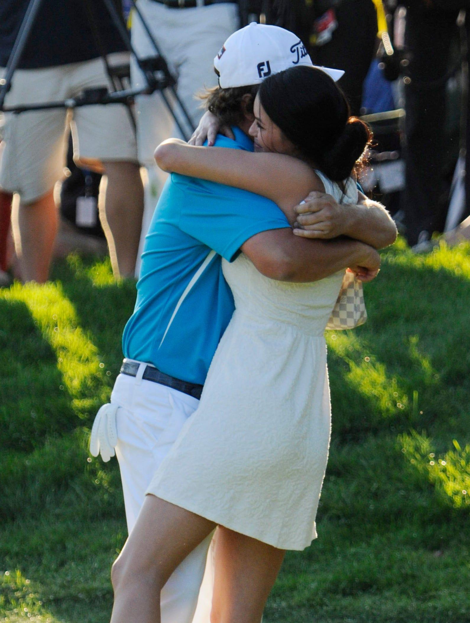 8-11-jason-dufner-pga-hug