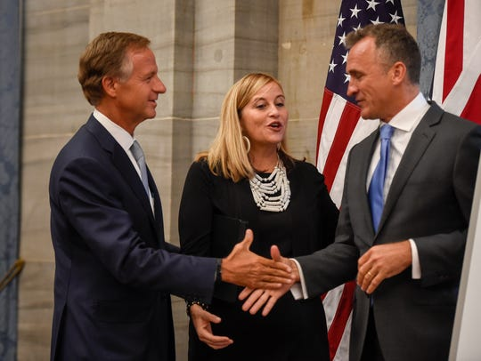Tennessee Gov. Bill Haslam and Mayor Megan Barry shake