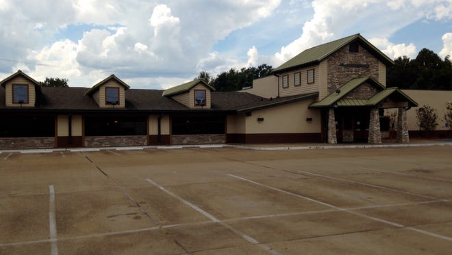 Ryan's restaurant closed its location on MacArthur Drive this week.