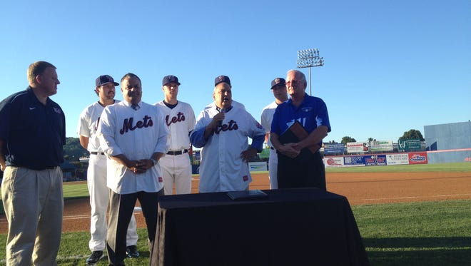 B-Mets general manager Jim Weed, far left, beside (left to right) Binghamton Mayor Rich David, state senator Tom Libous, and B-Mets President Mike Urda at NYSEG Stadium. B-Mets players filled in behind them.