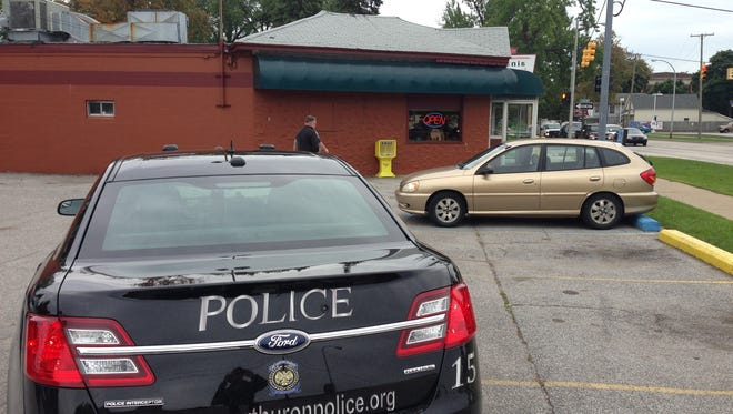 A police car waits outside Tom Manis Restaurant Monday after receiving reports of a robbery.
