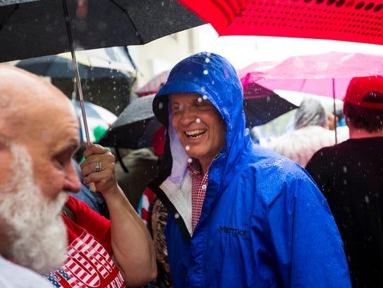 Gubernatorial candidate Bill Lee speaks to people in