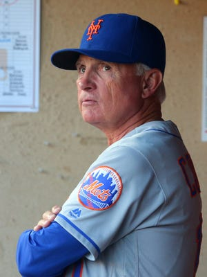 New York Mets manager Terry  Collins (10) is not happy with his team's play.