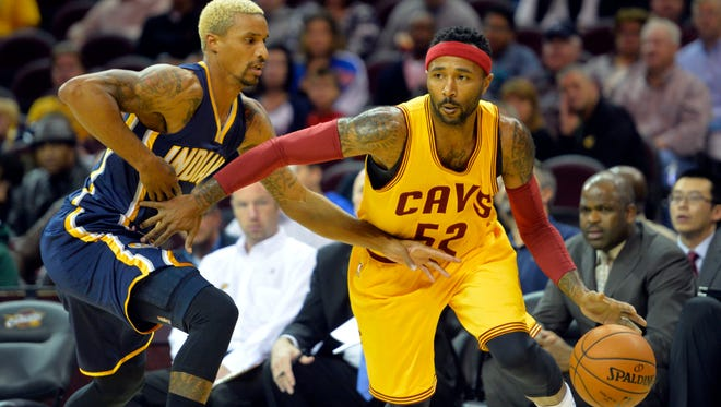 Cleveland Cavaliers guard Mo Williams (52) drives against Indiana Pacers guard George Hill (3) in the first quarter at Quicken Loans Arena.