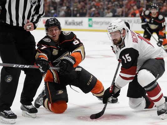 Coyotes_Ducks_Hockey_03429.jpg
