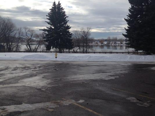 -parking lot.jpg_20141204.jpg