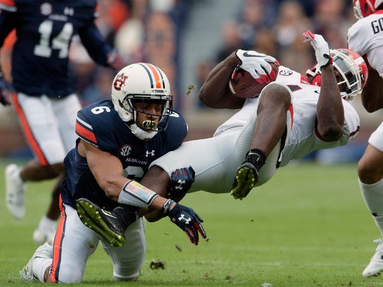 Auburn Tigers defensive back Carlton Davis (6)