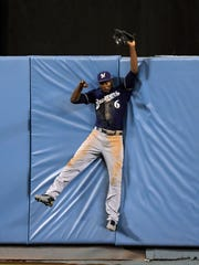 Lorenzo Cain climbs the wall to bring back Cody Bellinger's