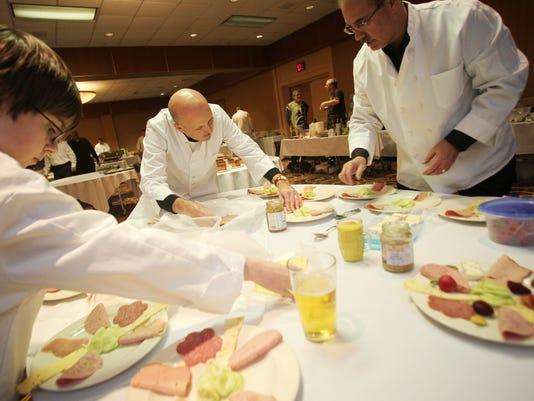 WRT 0228 Men in the Kitchen 01