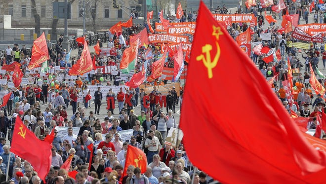 epa05938776 Russian Communist party members and supporters take part in the traditional May Day demonstration, Moscow, Russia, 01 May 2017. Labor Day, or May Day, is observed all over the world on the first day of May to celebrate the economic and social achievements of workers and fight for laborers rights.  EPA/MAXIM SHIPENKOV ORG XMIT: shp08