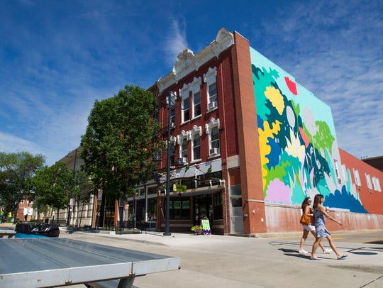 Setups begins for Iowa City's Downtown Block Party