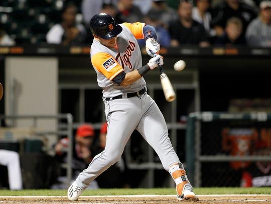 Detroit Tigers shortstop Jose Iglesias (1) hits a 2-RBI