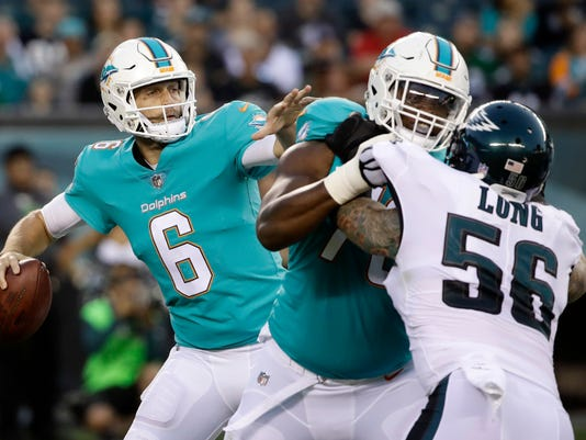 Miami Dolphins' Jay Cutler looks for a receiver during the first half of a preseason NFL football game against the Philadelphia Eagles, Thursday, Aug. 24, 2017, in Philadelphia. (AP Photo/Matt Rourke)