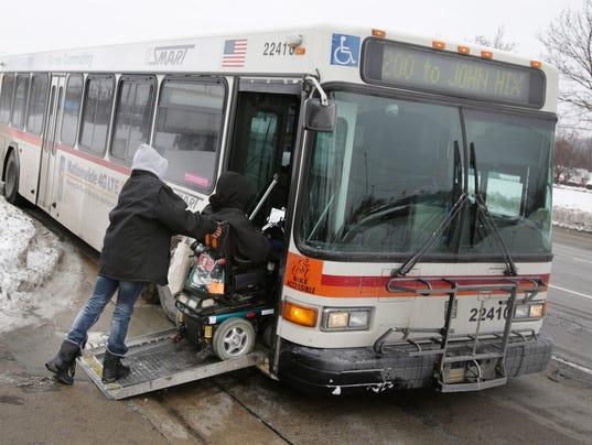 635589506563328439-Bus