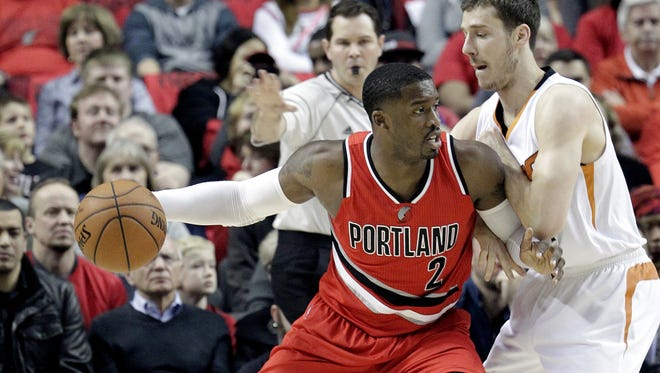 Portland Trail Blazers guard Wesley Matthews, left, works the ball in against Phoenix Suns guard Goran Dragic, from Slovenia, during the first half of an NBA basketball game in Portland, Ore., Thursday, Feb. 5, 2015.