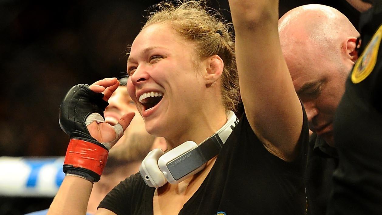 Ronda Rousey retains title over Liz Carmouche at UFC 157