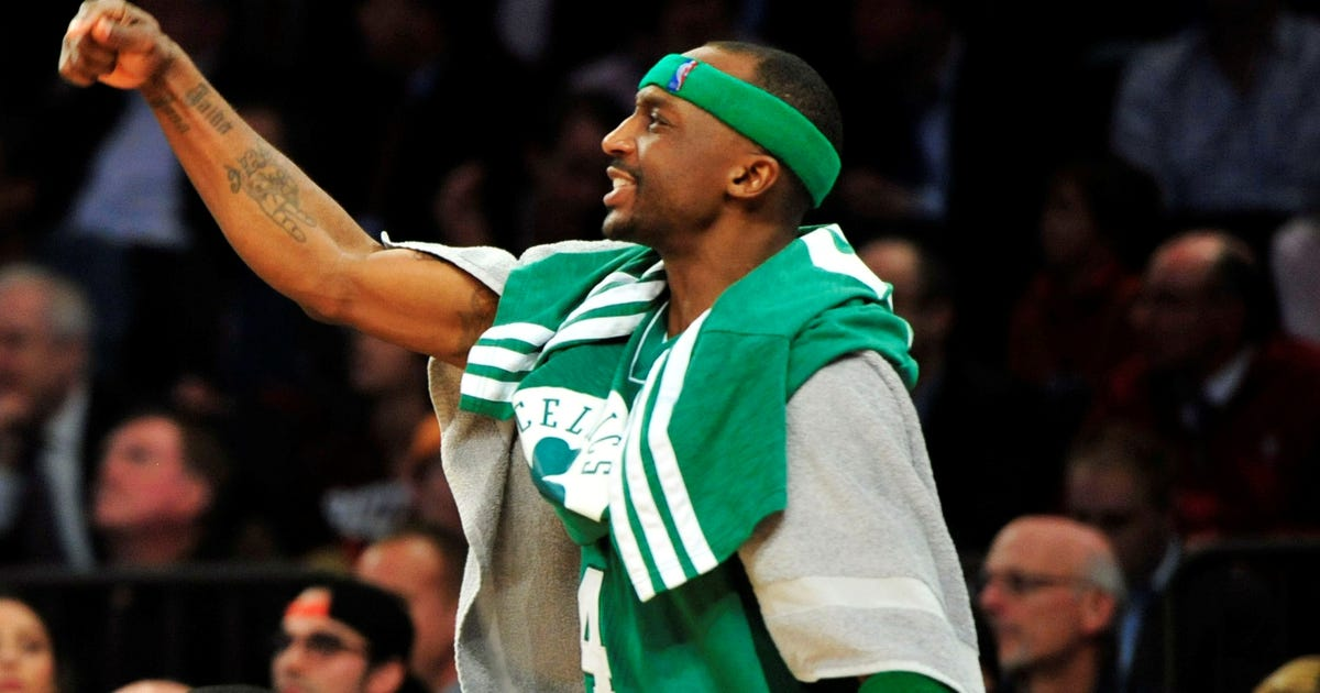 Celtics beat Knicks in Game 5 to keep series alive