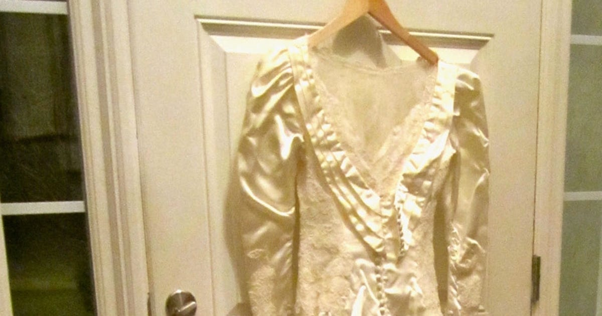 After 26 years mom finds she 39 s got wrong wedding dress for Where can i sell my wedding dress locally