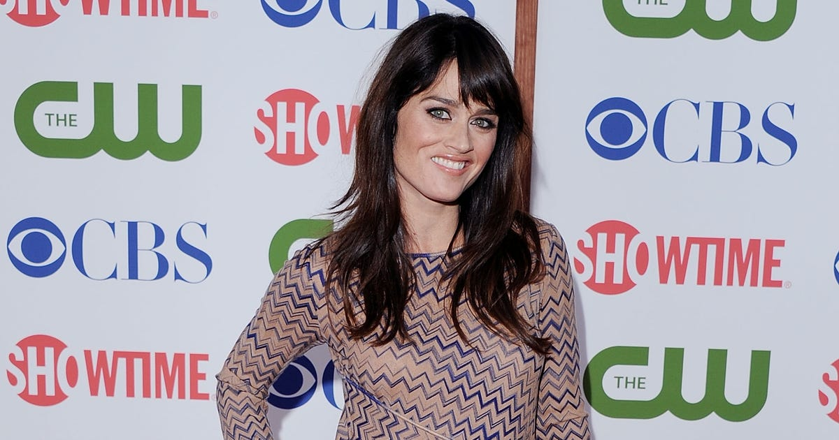 Robin Tunney gets engaged in Rio