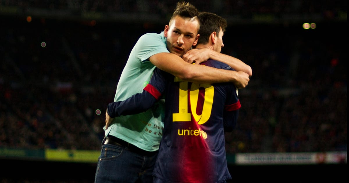 Barcelona vs atletico madrid lionel messi shares embrace with pitch invader photo - Firefly barcelona ...