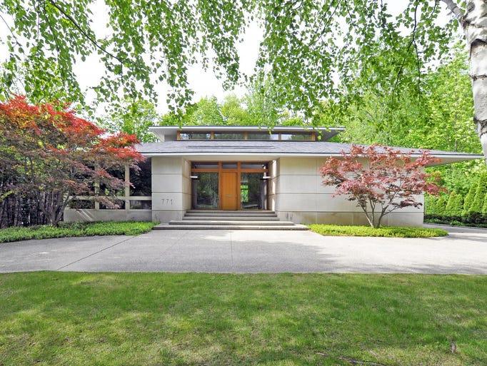 .Former Detroit Lion Reggie Bush's Birmingham home,