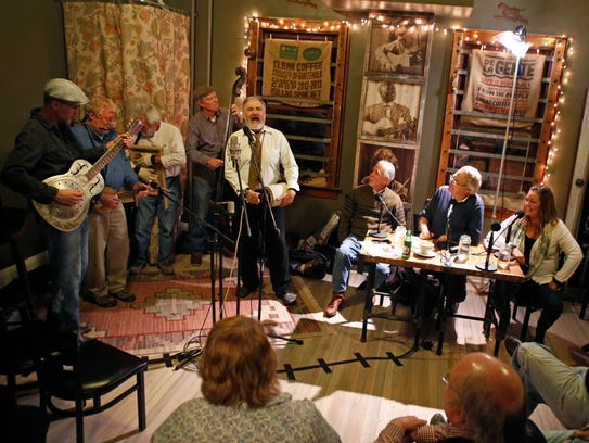 The Cincinnati Dancing Pigs, a local jug band, performs