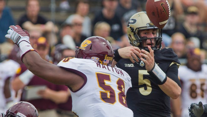 Danny Etling had a rough day against Central Michigan, eventually being pulled in favor of Austin Appleby.