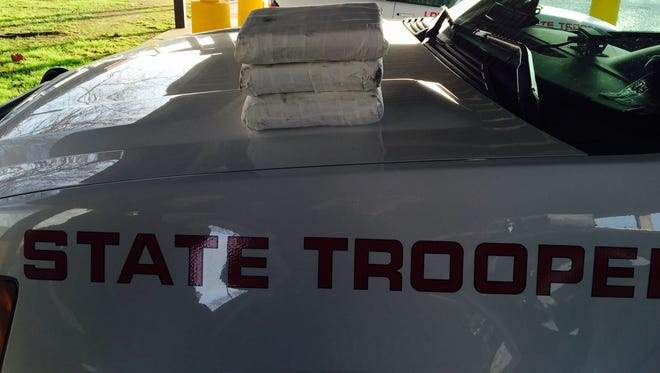 More than 3 kilos of suspected cocaine were seized on I-20.