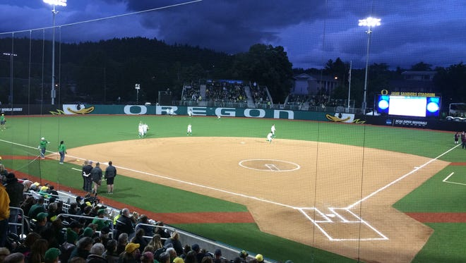 Oregon and Fordham set to face off in regional softball.
