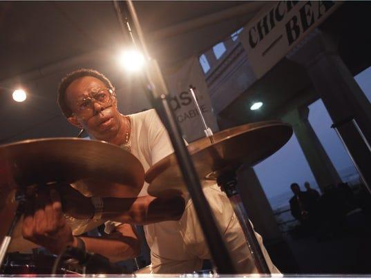 635965314265785483-Hayes-070402-drums-jl.JPG