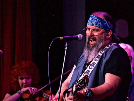 Country rocker Steve Earle and his band, The Dukes, played Wednesday at Southwest Florida Event Center in Bonita Springs.