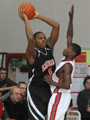 Fort Wayne Bishop Luers' Deshaun Thomas (1) looks for an open teammate in 2010.