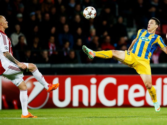Aalborg BK's Rasmus Thelander, left, and Apoel FC's Tomas De Vincenti, right, vie for the ball during their Champions League play-off first leg soccer match at Aalborg Stadium, Denmark, Wedensday, Aug. 20, 2014. (AP Photo/Polfoto, Gregers Tycho) DENMARK OUT