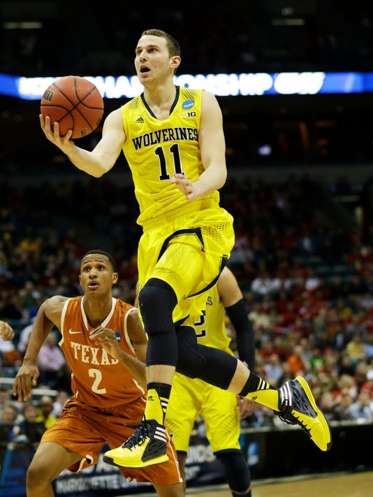 Michigan cruises past Texas into Sweet 16